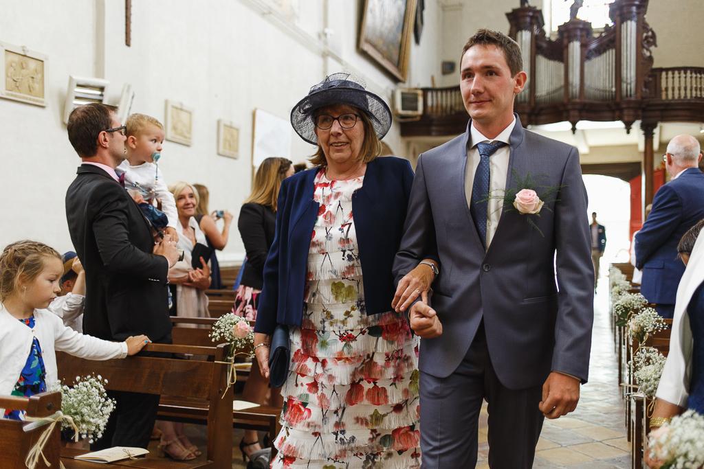 entrée du marié au bras de sa mère cérémonie église Licques HDF