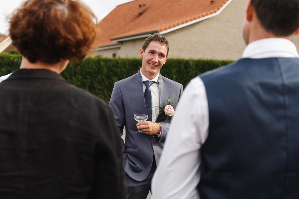 portrait du marié pendant réception mariage Licques
