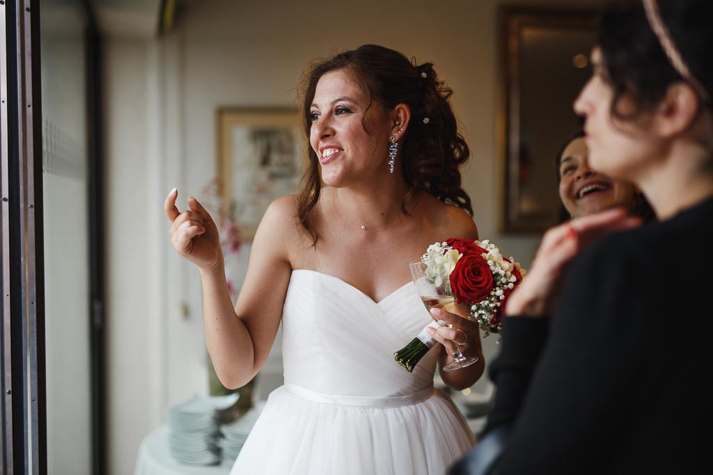 réception mariage Marcq-en-Barœul région lilloise mariée et amies en intérieur