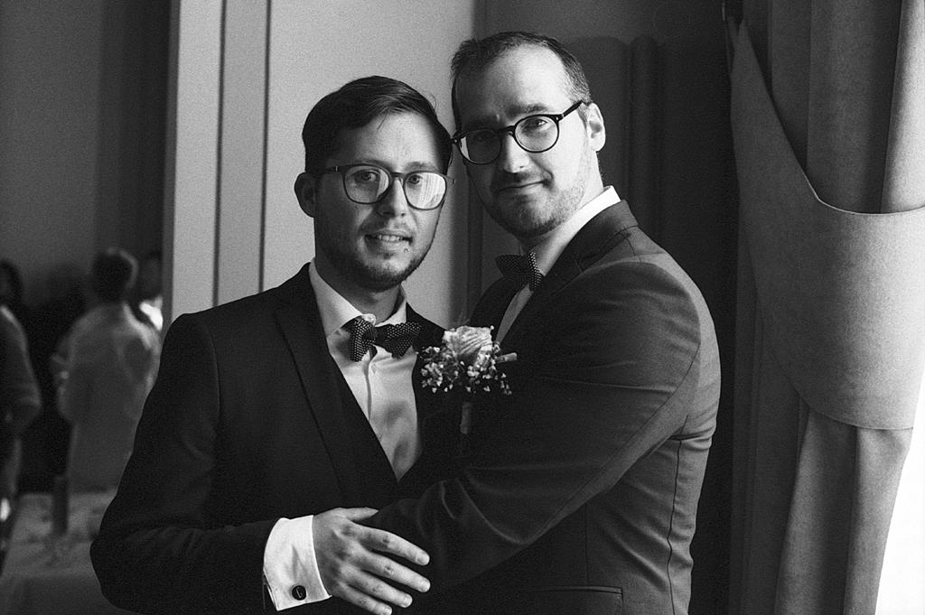 portrait mariés en noir et blanc argentique Fred Laurent photographe mariage portrait