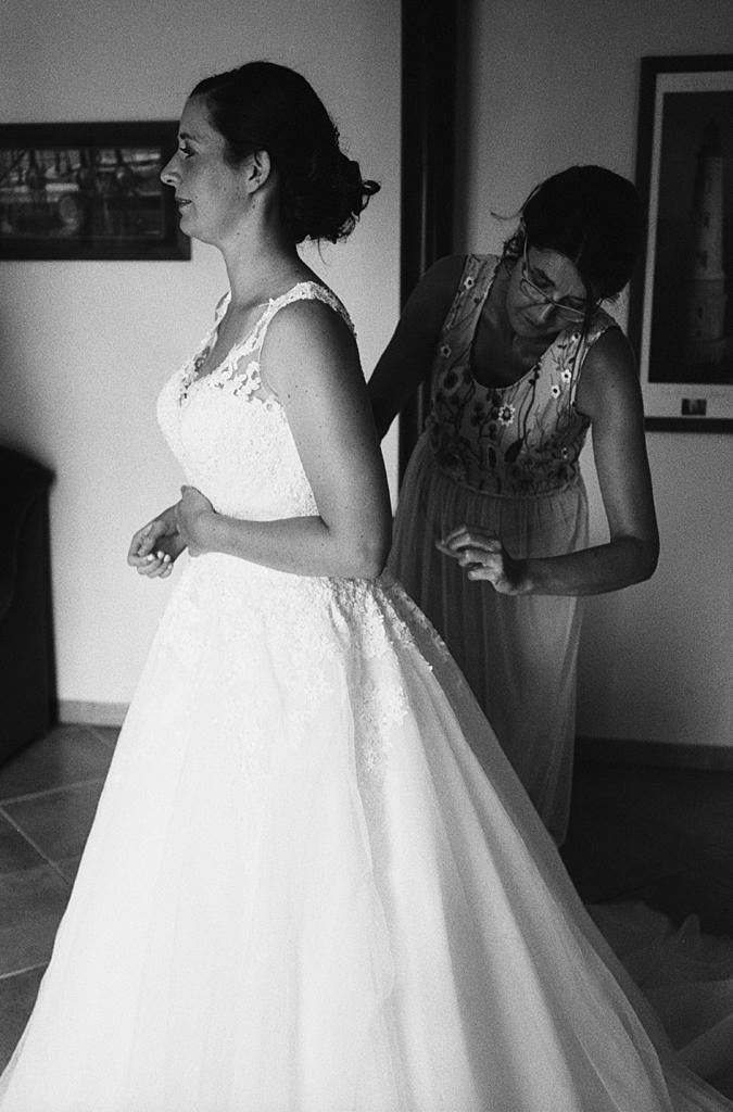 préparatifs mariage à la campagne Trois Pays Hauts-de-France argentique noir et blanc