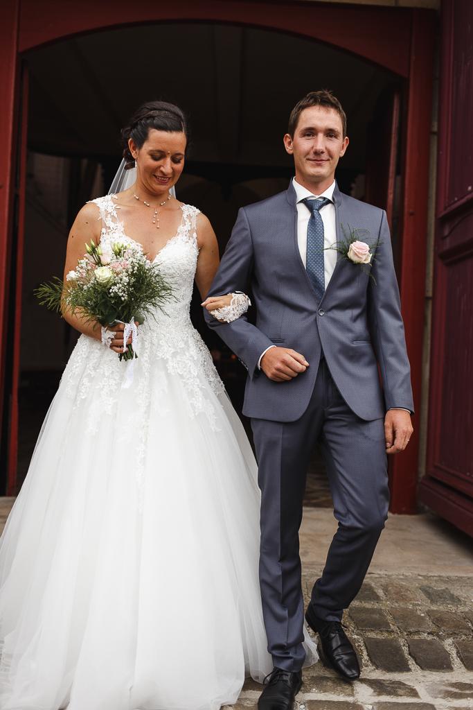 mariage proche Ardres Saint-Omer sortie église du couple