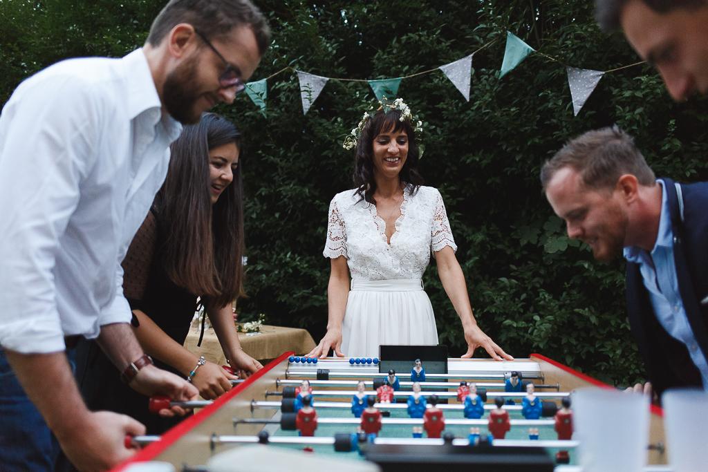 Baby foot cartonne mariage jeux vin d'honneur invités s'éclatent