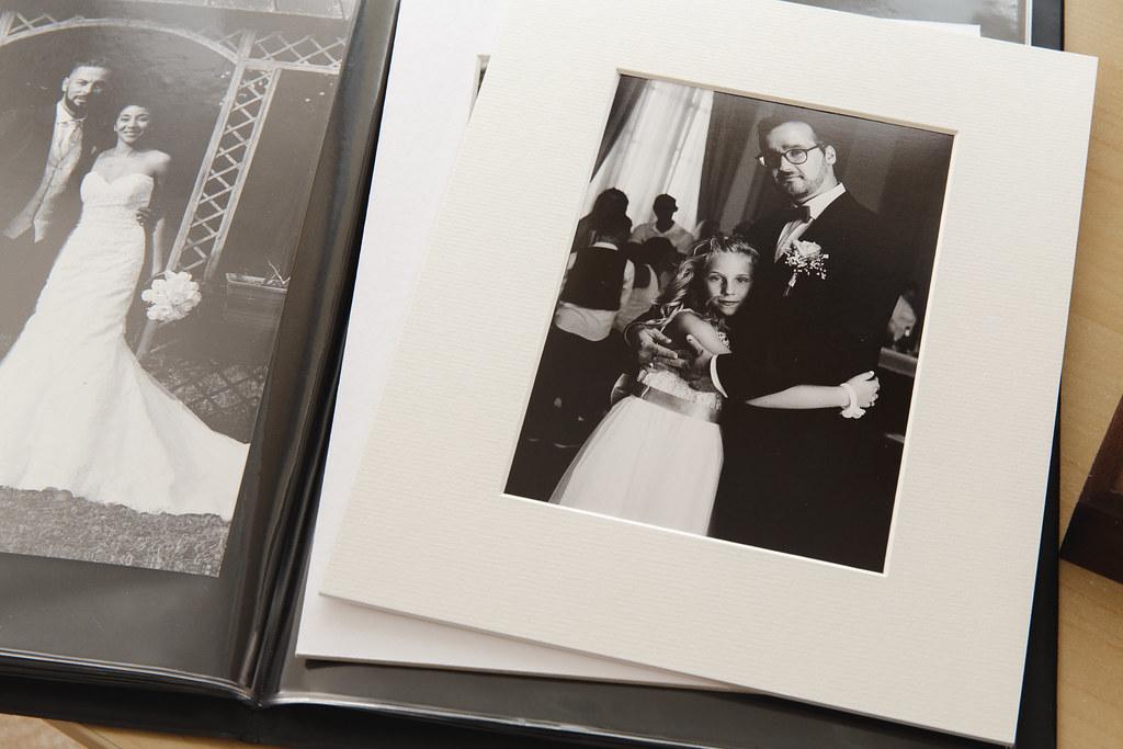 Des portraits en noir et blanc argentique à offrir à la famille