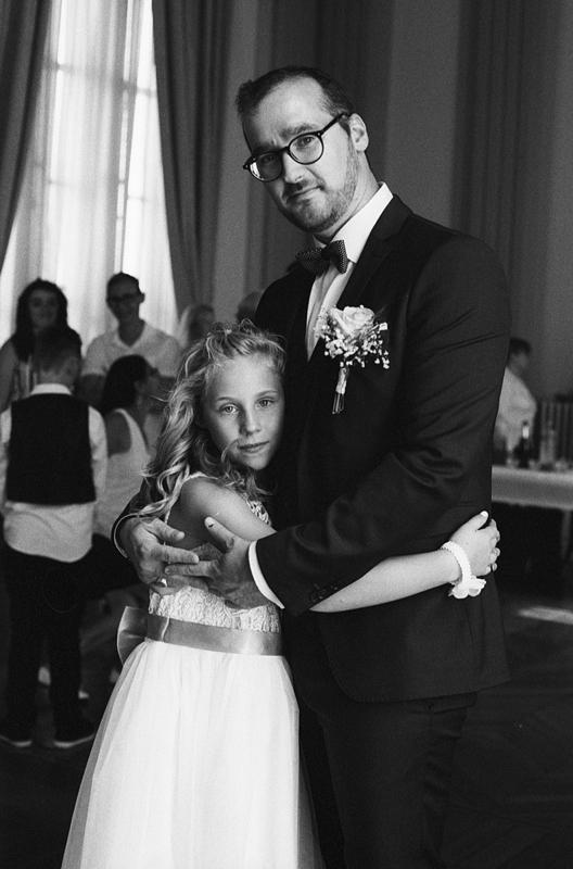 Offrir des photographies en noir et blanc argentique à la famille