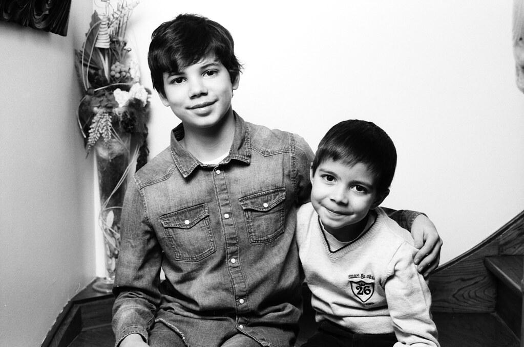 Des portraits en noir et blanc argentique à offrir. Portraits enfants, familles, couples du Nord