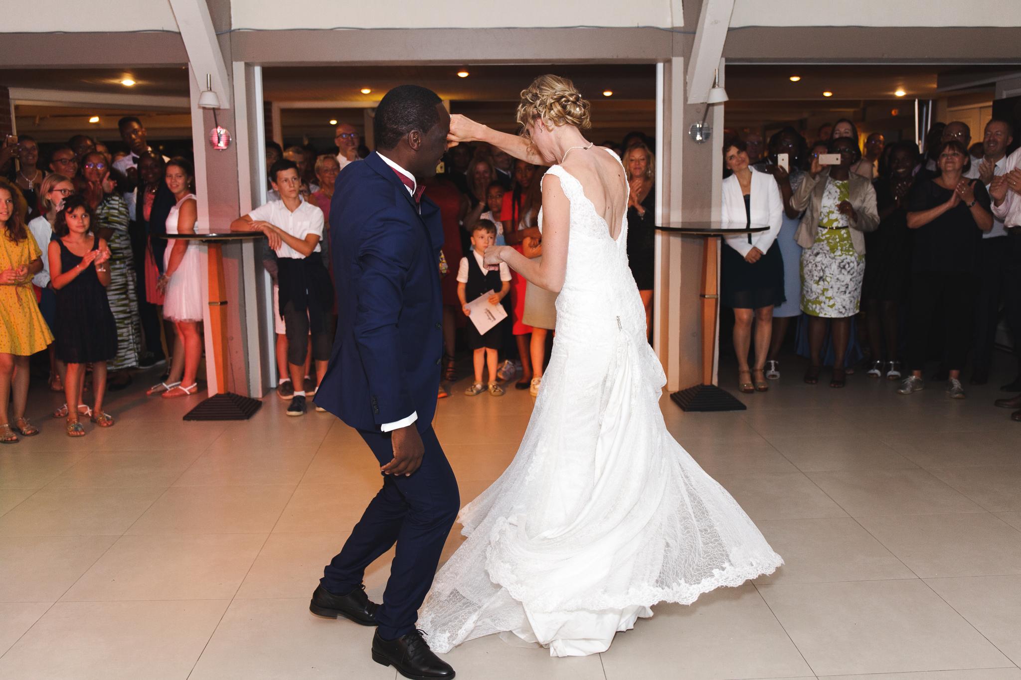 soirée mariage Domaine de la Chanterelle Verlinghem Lille Nord-danse des mariés - reportage photo mariage complet Wambrechies