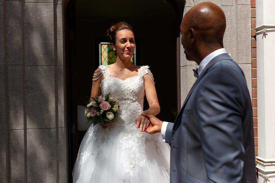 découverte de la mariée par le mari reportage mariage Nord Pas de Calais Lille Wasquehal