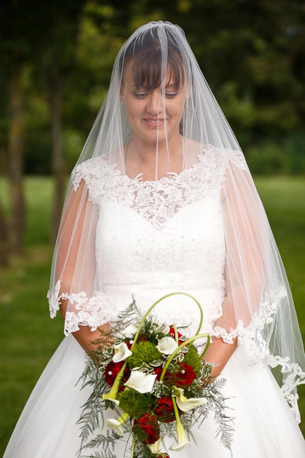 Fred Laurent photographe mariage professionnel Wambrechies mariée sous le voile avec bouquet beautiful bride