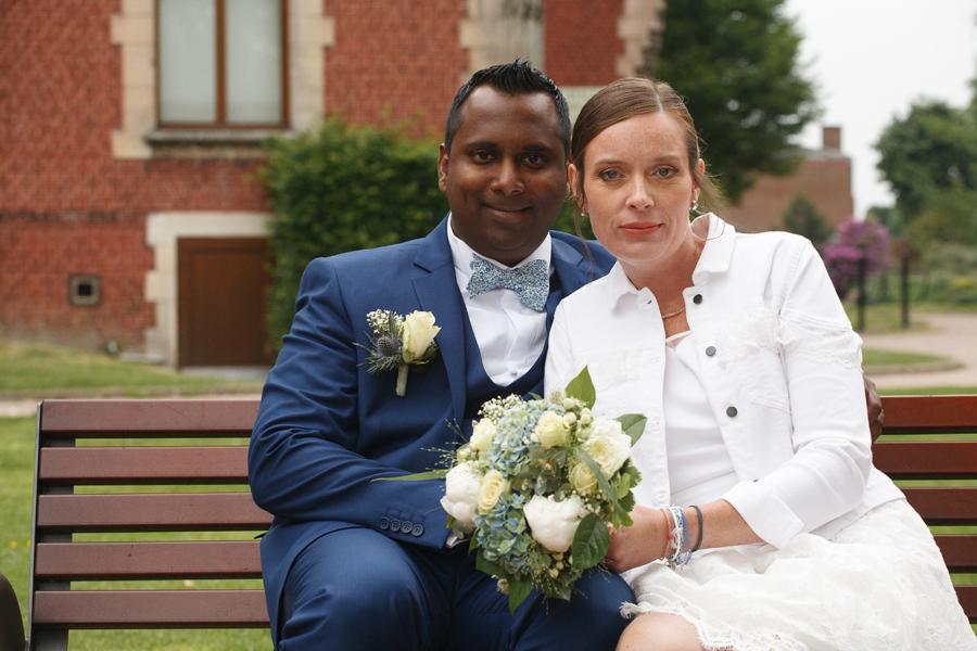 mariés sur banc parc Saint-André-lez-Lille photographe portrait Lille Nord