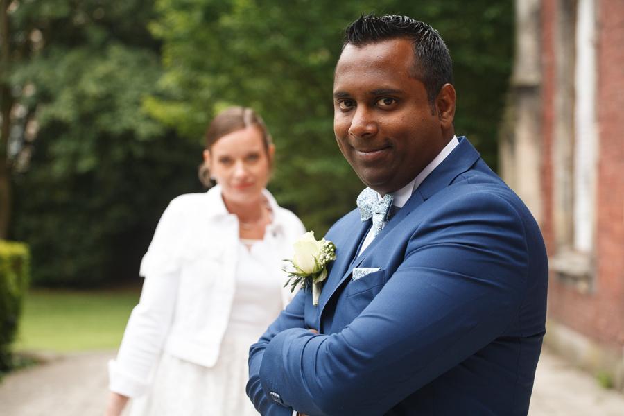 photo couple mariés parc proche Lille photographe mariage Nord