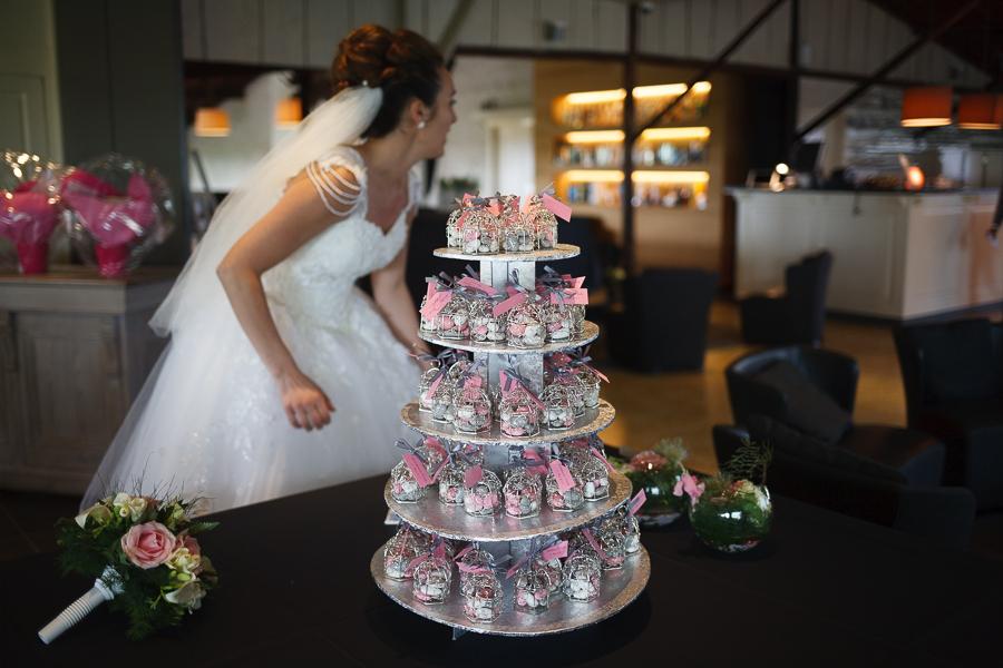 photo mariage salle de réception 't Molenhof mariée et cadeaux invités