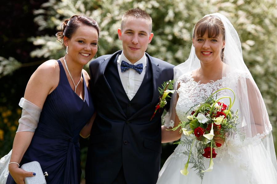 portrait couple mariés et témoin femme photographe mariage Richebourg Hauts de France