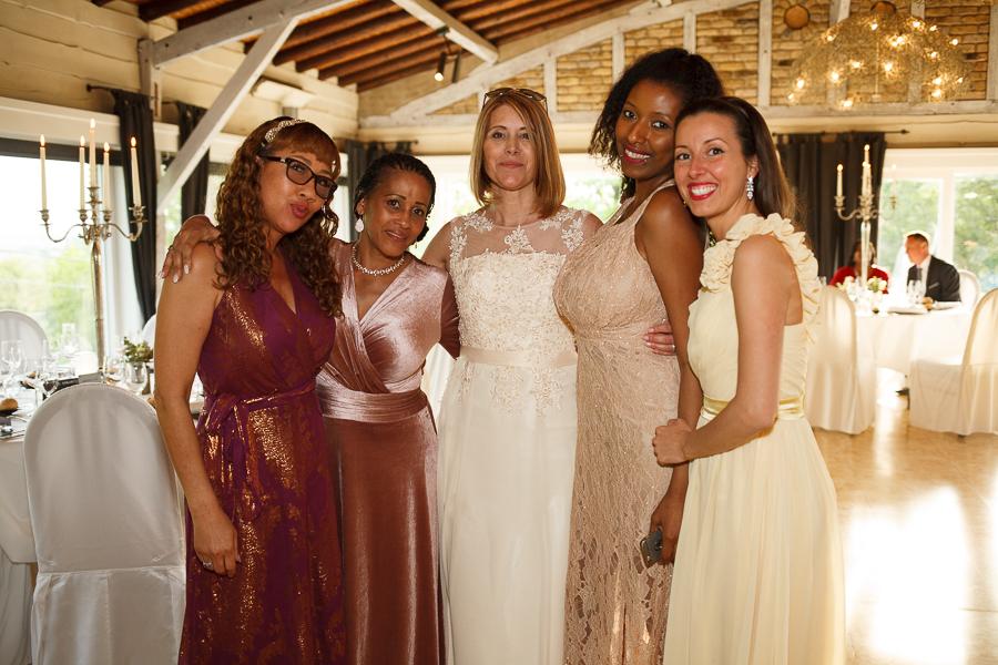 portrait des invités reportage mariage réception au Molenhof proche Lille photographe Nord
