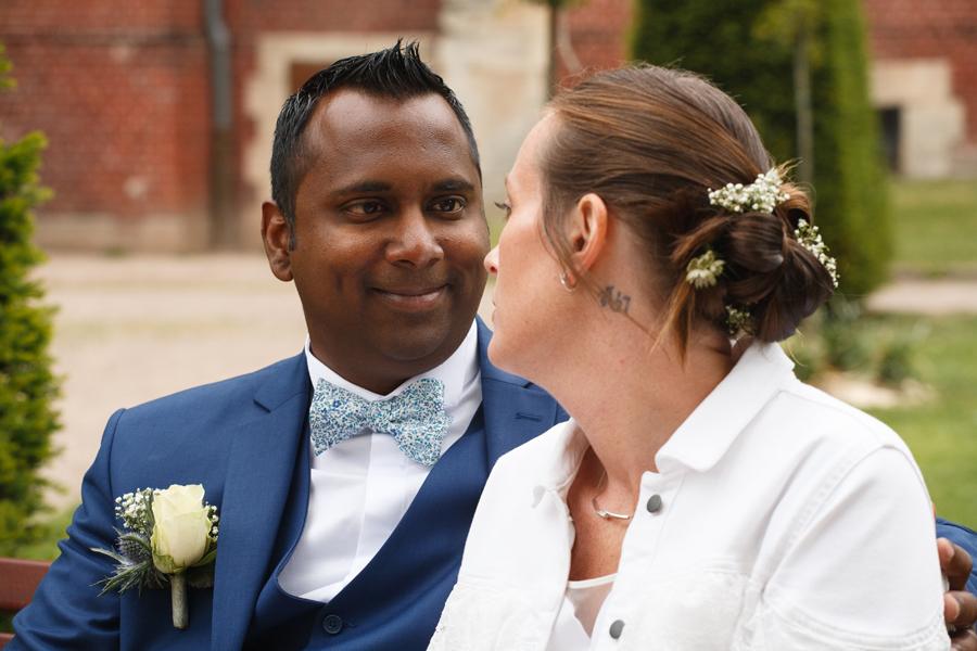 portrait mariés assis portraits couple photographe mariage Nord