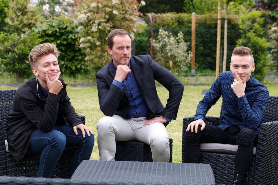 portrait trois invités hommes assis photographe mariage Armentières