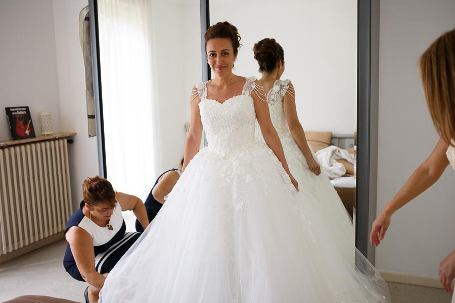 préparatifs de la mariée habillage robe princesse photographe mariage Nord Tourcoing Mouscron