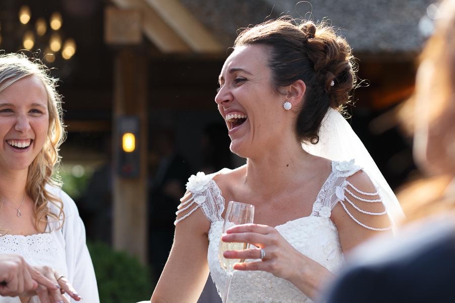 rire de la mariée vin d'honneur au Molenhof proche frontière franco-belge Fred Laurent photographe Lille Nord