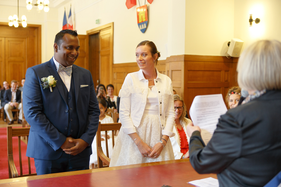 rire des mariés mariage civil mairie Saint-André-lez-Lille photographe mariage Wambrechies