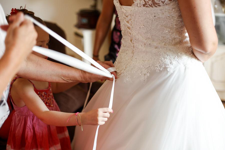 robe de mariée laçage dos photographe mariage Béthune