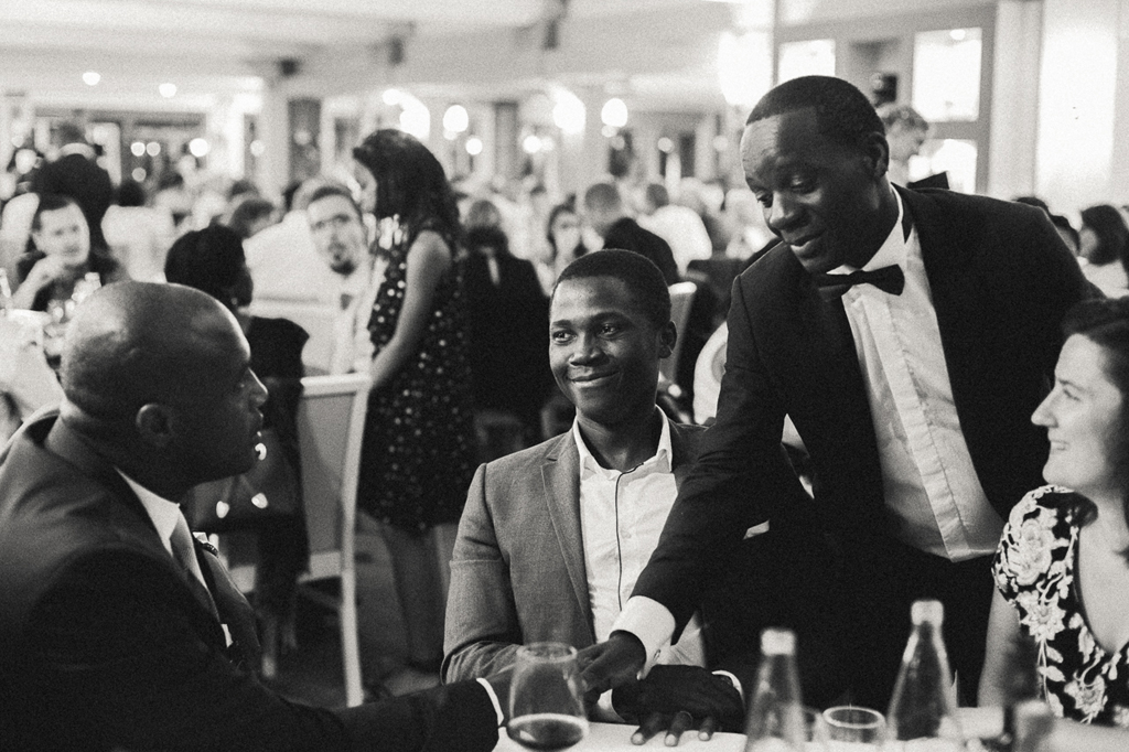 Photo de réception mariage en noir et blanc