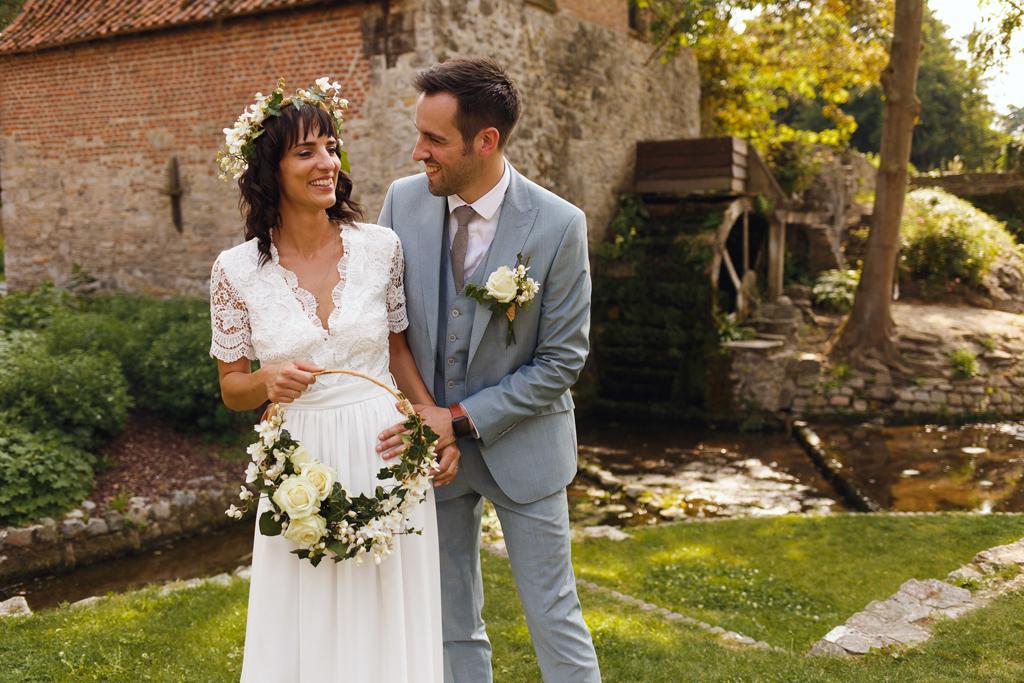 Photo de mariage champêtre fleurs cheveux