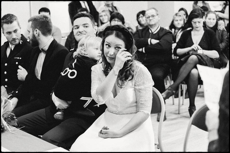 larmes de la mariée mairie photo de mariage émotion