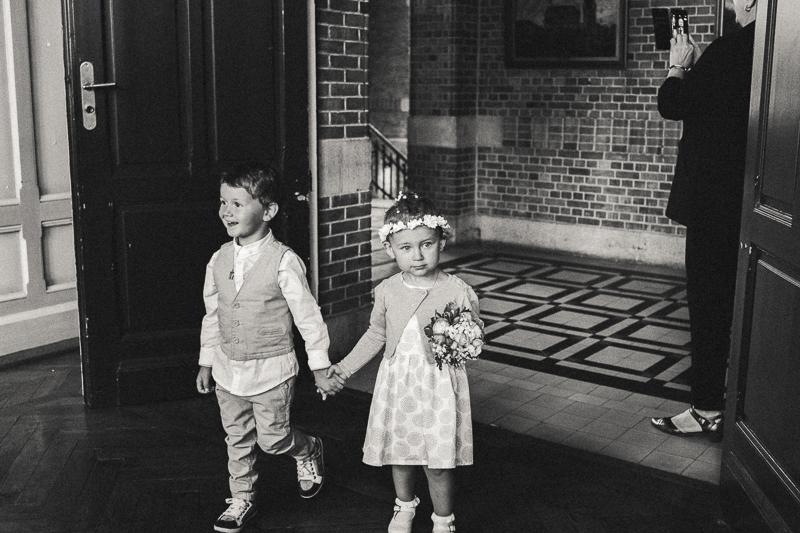 enfants mairie mariage photo noir et blanc